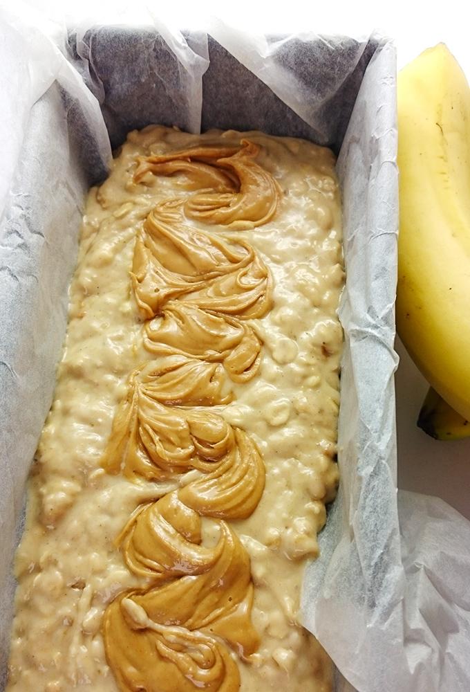 Super einfaches und saftiges Erdnussbutter-Bananenbrot // Knabberkult.de